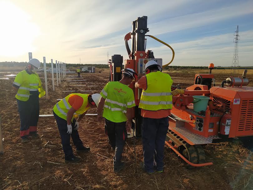 Formación impartida en Badajoz con uso de hincadora de postes